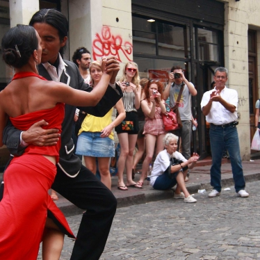 street-tango-in-buenos-aires